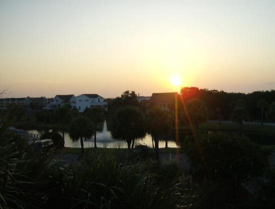Wyndham Ocean Ridge: Beautiful sunrise from our front door.