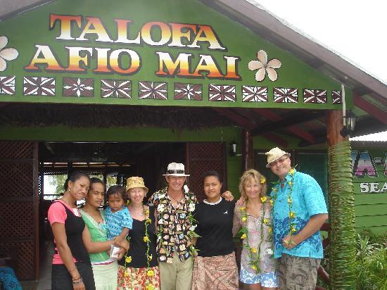 Va-i-Moana Seaside Lodge: our hosts and us