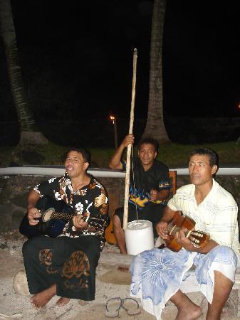 Va-i-Moana Seaside Lodge: The band (fantastic)