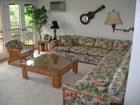 Aston Maui Hill: Condo living room