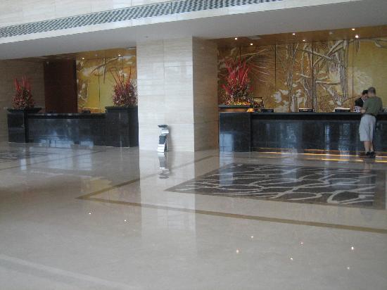 Grand Metropark Hotel: front desk