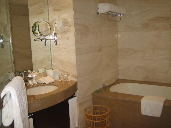 Grand Metropark Hotel: bathroom 2