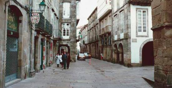 "Santiago de Compostela (เมืองซานเตียโก เด กอมปอสเตลา), สเปน: ""La Rua Nova, calle típica de Santiago de Compostela"""