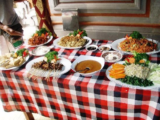 Happy Bike Cycling Tour: The delicious lunch