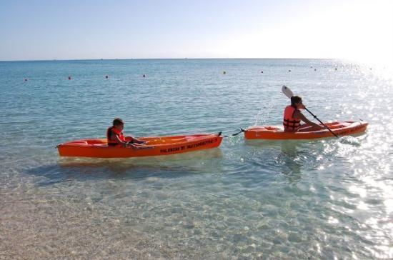 Cozumel (เกาะโกซูเมล), เม็กซิโก: Mommy toating Devon on a kayak.