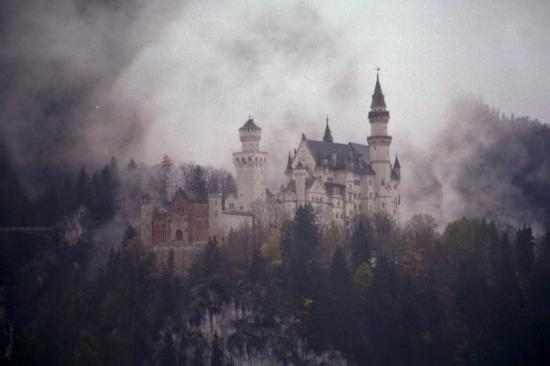 ฟึสเสิน, เยอรมนี: Picture I took of a castle, Disney modeled his castle after this one. The prince that built this