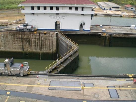 คลองปานามา: Sigue pasando agua