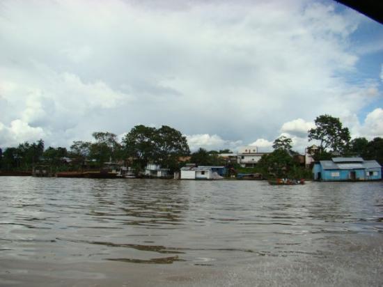 Leticia, โคลอมเบีย: El rio amazonas rumbo a Maracha (Peru) - mar 20