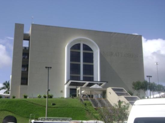 ปานามาซิตี, ปานามา: Vista del museo Miraflores desde el estacionamiento
