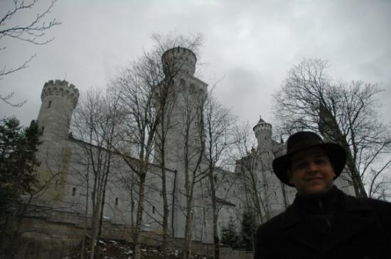 Schwangau, เยอรมนี: Indy Jones view of Daddy and the Neuschwanstein Castle.