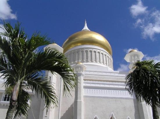 บันดาร์เสรีเบกาวัน, บรูไนดารุสซาลาม: Sultan Omar Ali Saifuddin Mosque