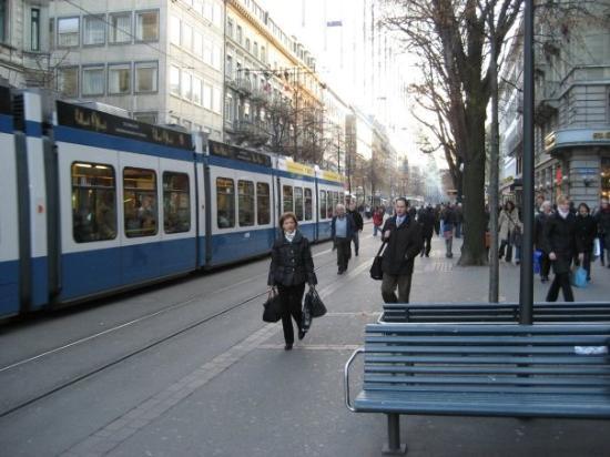 ซูริค, สวิตเซอร์แลนด์: The Tram.. Common means of transportation in Zurich.
