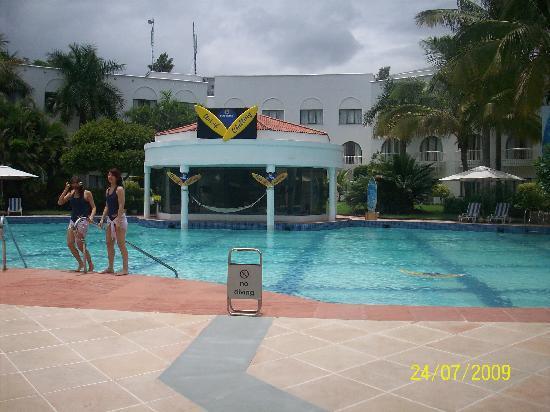 โรงแรมเลมอนทรี ออรังกาบัด: The Pool Side