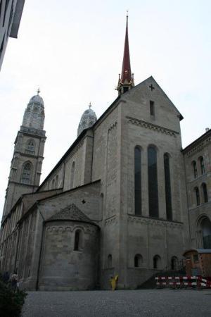 ซูริค, สวิตเซอร์แลนด์: Church with famous towers in Zurch
