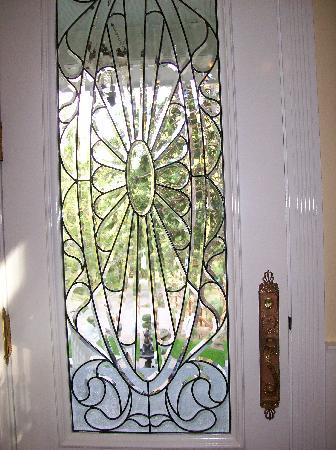 Tin Lizzie Inn: Front door detail...