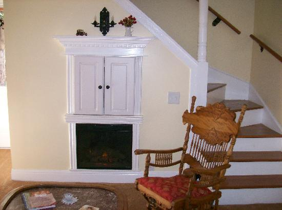"""Tin Lizzie Inn: Living room area of """"The Cottage"""""""