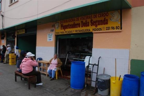 โบโกตา, โคลอมเบีย: «Piqueteadero» con morcillas rellenas.