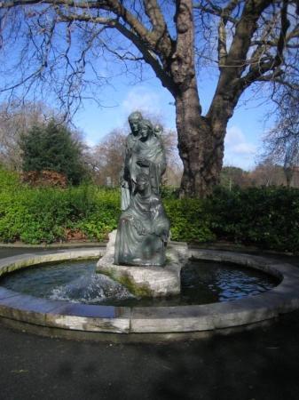 เซนต์สเตเฟนส์กรีน: St Stephen's Green