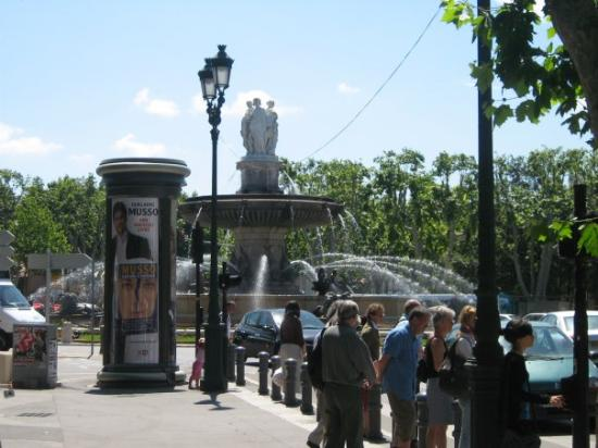 แอ็ซซองโปรวองซ์, ฝรั่งเศส: Une des plus grosse fontaine de Aix de Provence