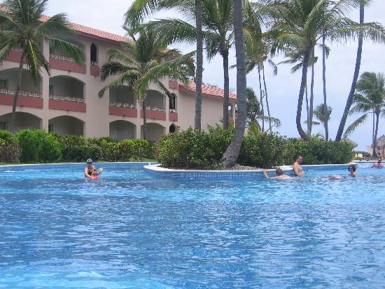 Majestic Colonial Punta Cana: View from the swim up bar