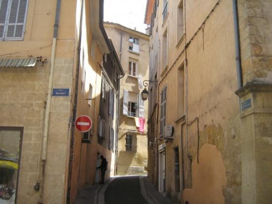 แอ็ซซองโปรวองซ์, ฝรั่งเศส: petite rue étroite interdit aux voitures
