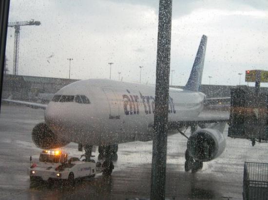 แอ็ซซองโปรวองซ์, ฝรั่งเศส: l,avion que j,ai pris de Air Transat