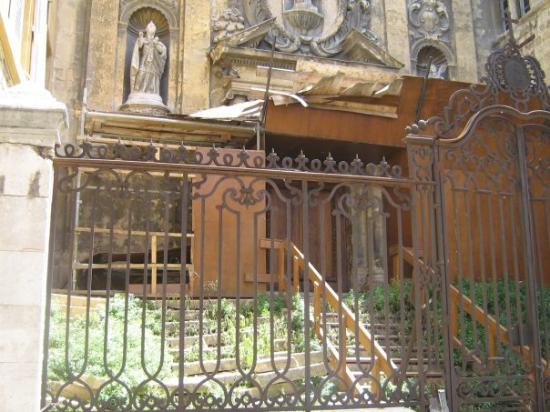 แอ็ซซองโปรวองซ์, ฝรั่งเศส: encore cette église abandonnée