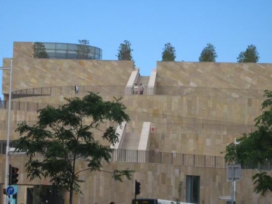 แอ็ซซองโปรวองซ์, ฝรั่งเศส: un mur qu,on peux escalader!