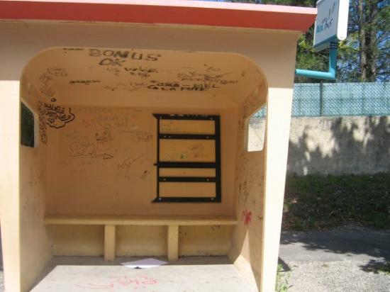 แอ็ซซองโปรวองซ์, ฝรั่งเศส: l,arrêt de bus!! maudit que je l,ai tu chercher cet endroit là!!!!