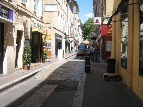 แอ็ซซองโปรวองซ์, ฝรั่งเศส: une petite rue à visité et essayer de ne pas se perdre en voulant revenir sur ces pas!!!