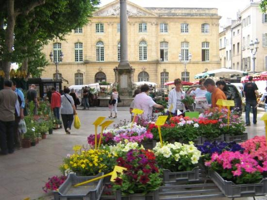 Marche aux Fleurs: l,encan, sur cette photo là c,est le trotoir des fleurs.