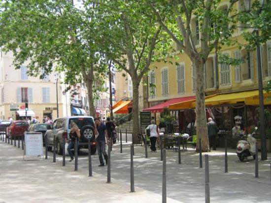 แอ็ซซองโปรวองซ์, ฝรั่งเศส: des terrasses pour tout les goûts