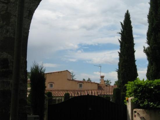 แอ็ซซองโปรวองซ์, ฝรั่งเศส: une maison de Aix de Provence avec ces très beaux arbres Gigantesques