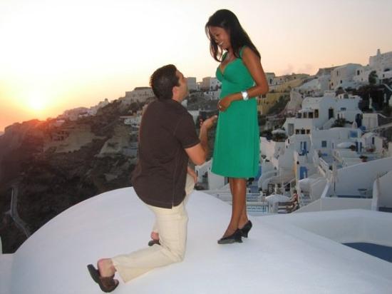 โรงแรมคาทีกีส์: Caught on camera... the proposal