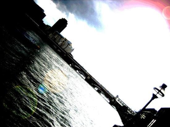 Thames River: [ThamesRiverView]  -AtMilleniumBridge,GoingToTateModern-