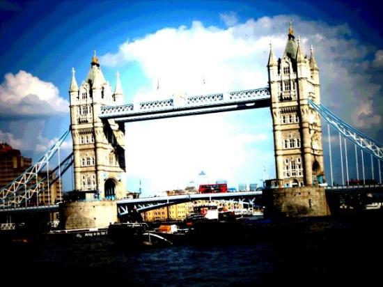 สะพานทาวเวอร์บริดจ์: [TowerBridge] -FromLondonBridge-