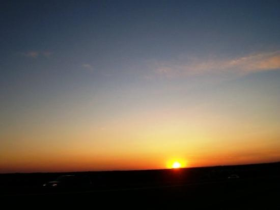 โดเวอร์, เดลาแวร์: The trip home after a long race weekend. Riding off into the Dover, Del. sunset