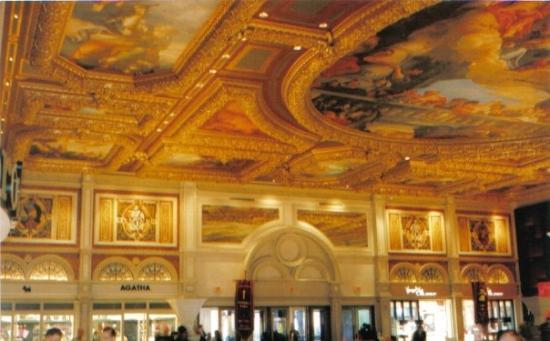 โรงแรมเวเนเชียน รีสอร์ท คาสิโน: The Venetion. Our favorite Hotel in Las Vegas. Lobby ceiling