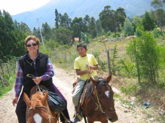 Villa de Leyva, โคลอมเบีย: Mi mami con el guia Juan Sebastian