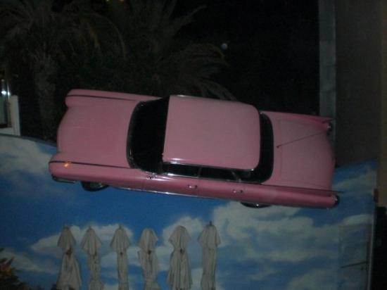 Yumbo Centrum: EL COCHE PINK DEL HARD ROCK CAFE