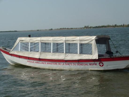 Mar Lodj, เซเนกัล: pirogue ambulance