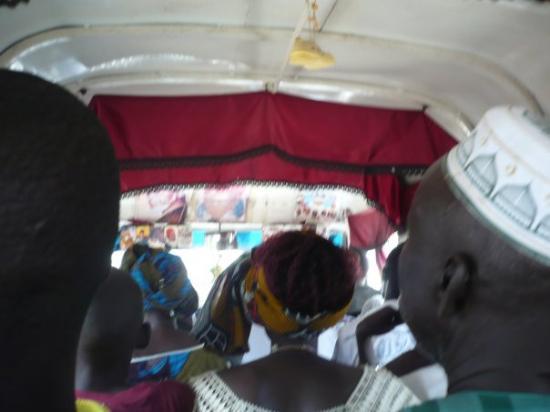 Mar Lodj, เซเนกัล: dans un bus, quelque part entre Ndangane et Kaolak