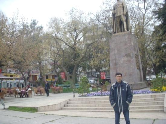 แทรบซอน, ตุรกี: Trabzon, Turkey. Monument of Ataturk at the Central Park of city.