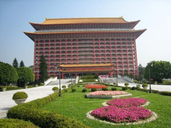 ไทเป, ไต้หวัน: Front view, Grand Hotel Taipei.