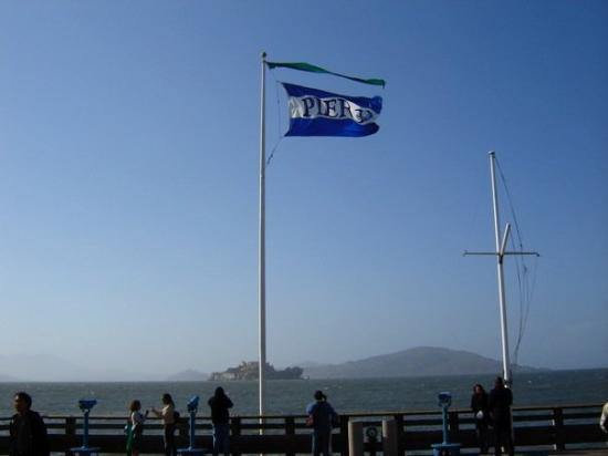 อัลคาทราซ: Alcatraz from Pier 39