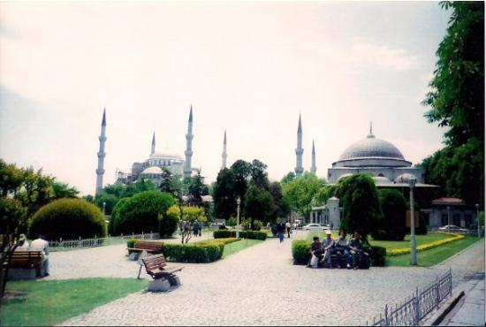 มัสยิดสุลต่านอาห์เมต: The Blue Mosque. Istambul, Turkey. May 2001. NAVD