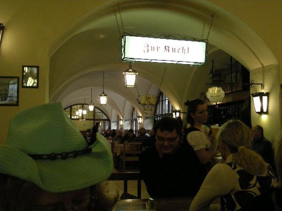 Hofbrauhaus Munchen: Nice atmosphere inside