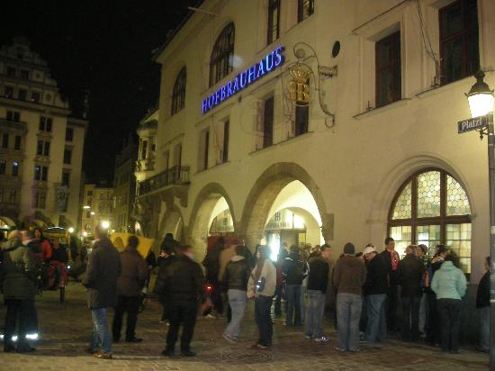 Hofbrauhaus Munchen: A wild Saturday night in the winter outside the Hofbrauhaus