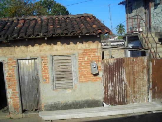 Cayo Santa Maria (เกาะคาโย ซานตา มารีอา), คิวบา: Non c'est pas un dessin. Une petite maison à Remedios, une petite ville.Faut pas se fier à l'ext