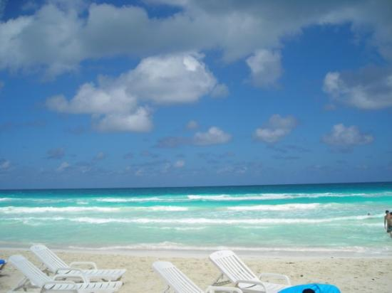 Cayo Santa Maria (เกาะคาโย ซานตา มารีอา), คิวบา: Ca c'est la plage de sport extreme ou je me suis blessée.Les  fortes vagues ont creusés des foss
